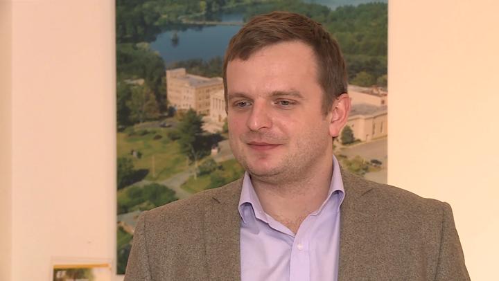 Polacy coraz chętniej łączą wyjazdy na ferie z nauką języka